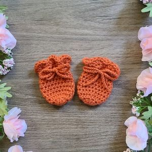 Crochet baby mittens, newborn scratch mittens